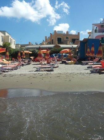 Hotel Rivamare: l'hotel e la spiaggia
