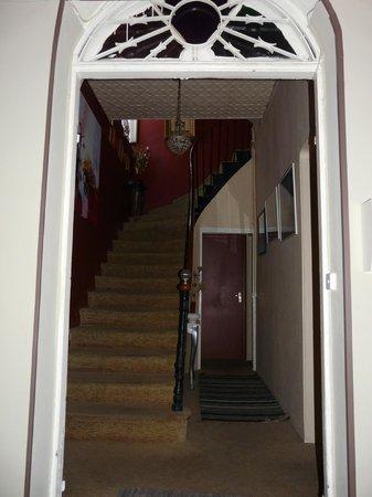 Stiege zu den Zimmern im 1. Stock