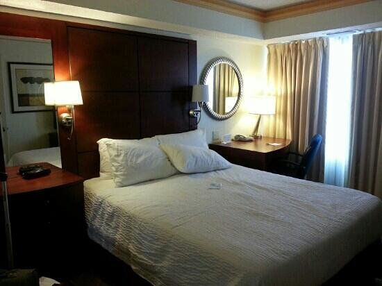 Residence Inn Kansas City Overland Park: Bedroom with the desk