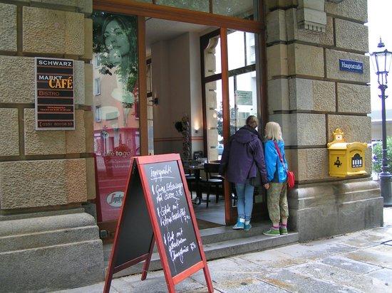 Schwarzmarkt Cafe : Café from outside