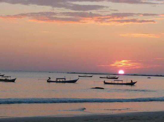 Bayview - The Beach Resort: Sonnenuntergang