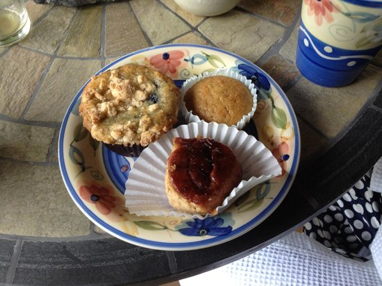 Hertel's Beach House: Continental Breakfast Pastries--Day 2