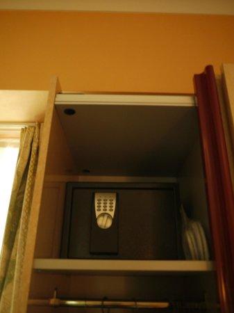 Hostellerie Kemmelberg: How high is that safe???