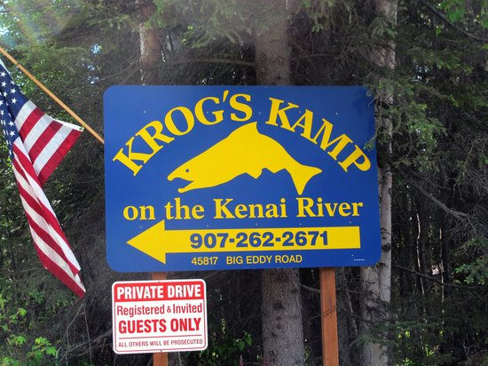 Krog's Kamp Lodge and Cabins: Krog's Kamp entrance sign