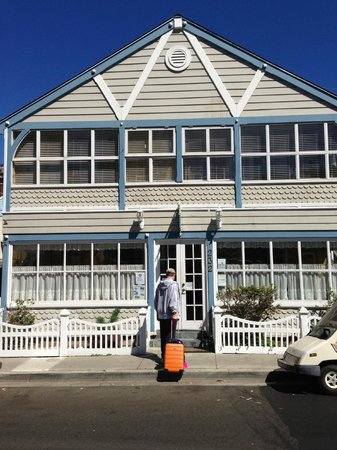 The Old Turner Inn: Bright and beach house charming