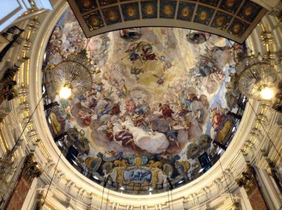 Basílica de la Virgen de los Desamparados: Bóveda pintada