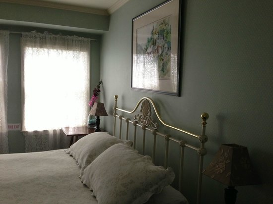 The Old Turner Inn: Comfy bed