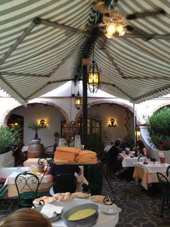 Ristorante El Patio: onder de luifel