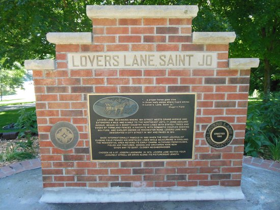 Lovers Lane Monument
