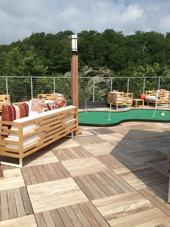Hotel Zero Degrees Norwalk : roof deck