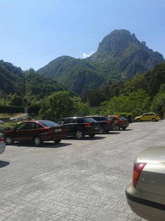 Hotel Balneario La Hermida: parking descubierto
