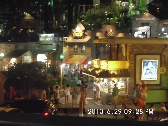 Smokyland Motel: night view from balcony.