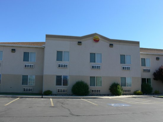 Comfort Inn & Suites: Exterior view