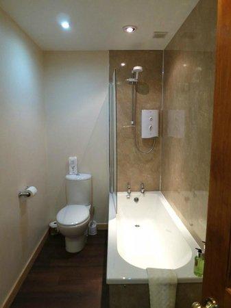 Cranford Guest House MacDonald Room Bath