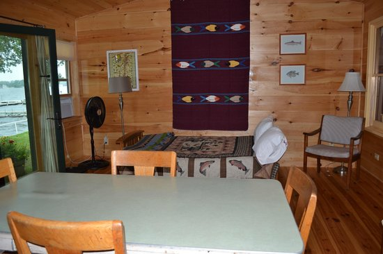 Holiday Harbor Lodge: additional sleeping and family area with great view of lake