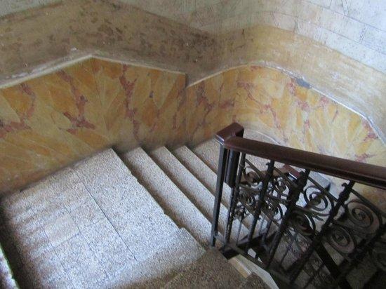 B&B Il Caravaggio : scale di accesso al B&B