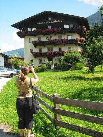 Hotel Garni Rauchenwalderhof: Rauchenwalderhof in August