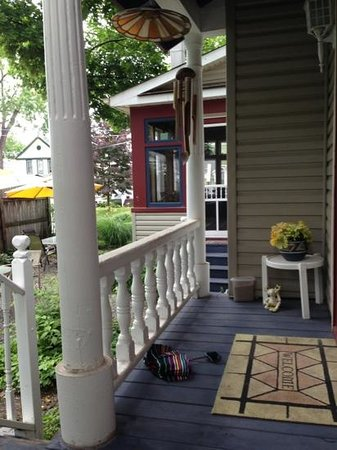 Blue Gables Bed & Breakfast : private porch off Victoria suite