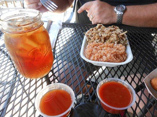 Mason Jar Grill: Tea, Bar B Que and Red Slaw