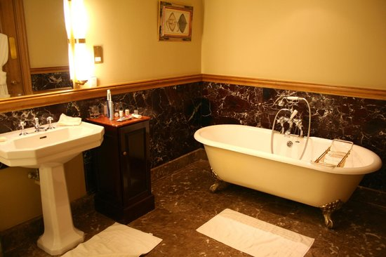 Stoke Park Country Club, Spa and Hotel: Tudor Bathroom
