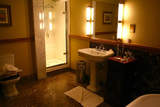 Stoke Park Country Club, Spa and Hotel: Todor bathroom