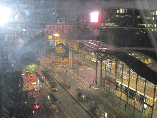 Vibe Savoy Hotel Melbourne : View of Southern Cross Station from our 7th floor room