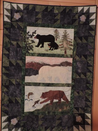 Alaska Saltwater Lodge : Wonderful quilts and art displayed throughout lodge