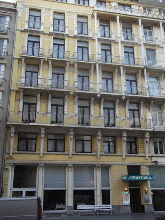 The front of the hotel photo de new astoria hotel for Hotel new astoria