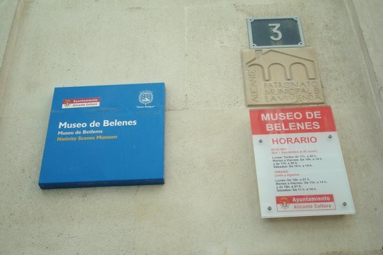 Museo de Belenes: Exterior signs