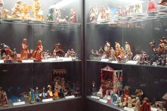 Museo de Belenes: Cabinets with figurines