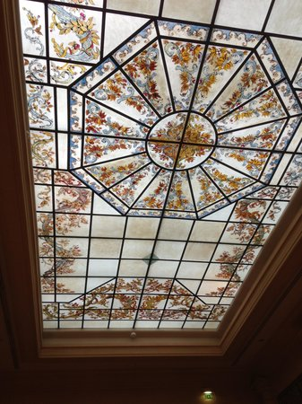Hotel Lotti Paris: ceiling glass in the lobby area