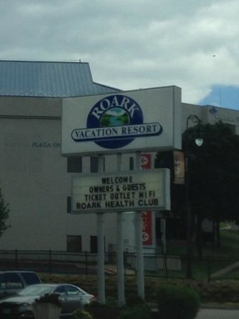 Roark Resort: front sign
