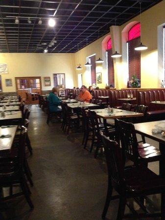 Prima Pasta: Spacious dining room