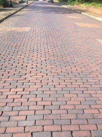 1842 Inn: brick roads