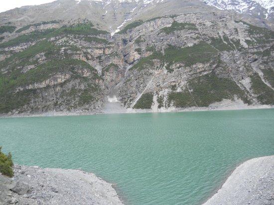 Ristoro Fopél: Il lago davanti al locale