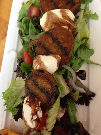 Outer Banks Brewing Station : Fried green Tomato salad