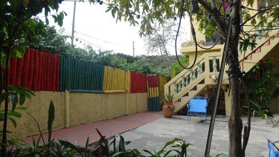 Irie Rest Guest House : Der Eingangsbereich zu den Zimmern