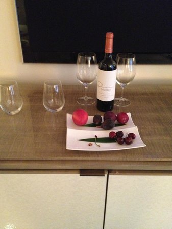 Hotel Bel-Air : COmplementary fruit plate, water, and wine for me
