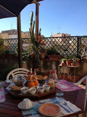 Bed & Breakfast Dolce Silenzio : Petit déjeuner sur les toits de Syracuse