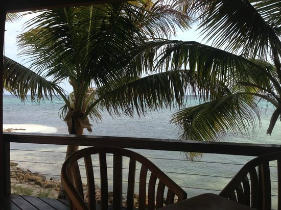 Hatchet Caye Resort: Another view from Dining area