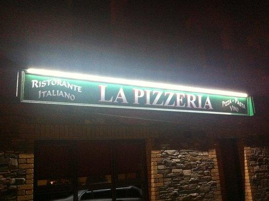 La Pizzeria Sign at night