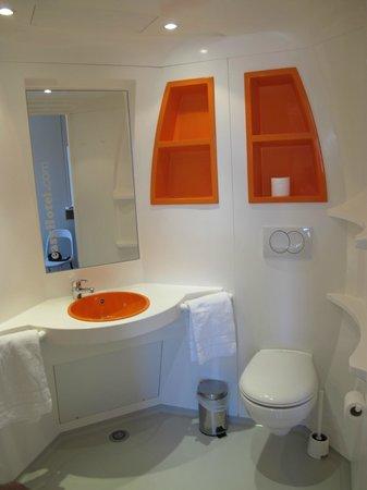 iStay Hotel Porto Centro : the bathroom