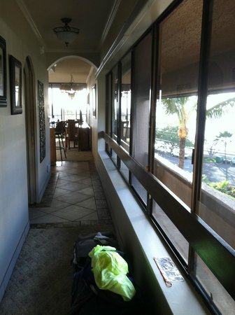 Kahana Villa Resort: Hallway Entrance View