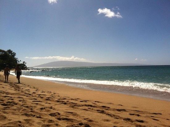 Kahana Villa Resort: Beach Across St