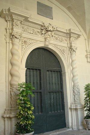 Concatedral de San Nicolás de Bari: Cloister door