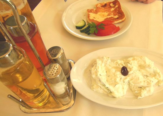Jannis Restaurant: The Tzatziki was cool and refreshing at Jannis