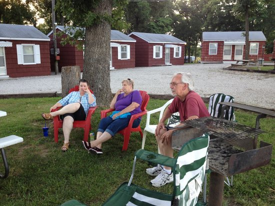 Royal W Resort Cabins & RV Park : Picnic area