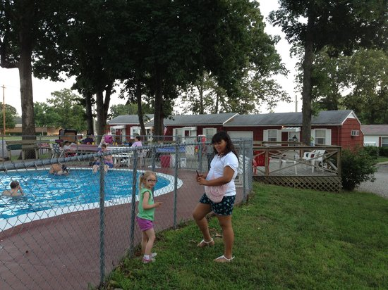 Royal W Resort Cabins & RV Park : Pool