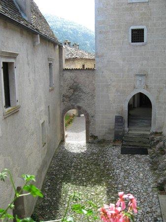 Castello di Stenico: cortile interno
