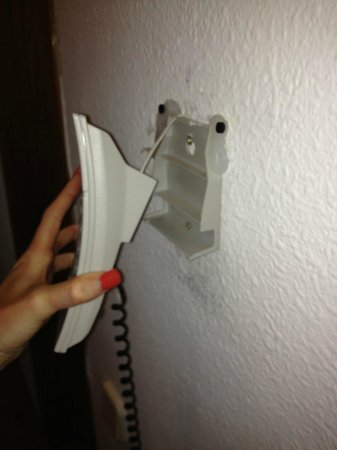 TRH Magaluf: Telephone hanging off